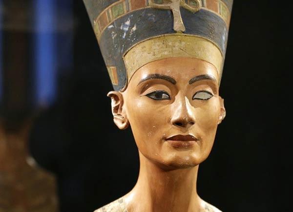 الملكة نفرتيتي المكلة الفرعونية الاجمل في تاريخ مصر القديم