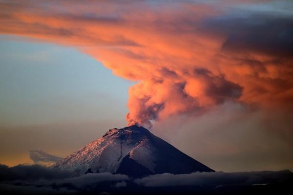 من اخطر البراكين النشطة بركان مونا لوا