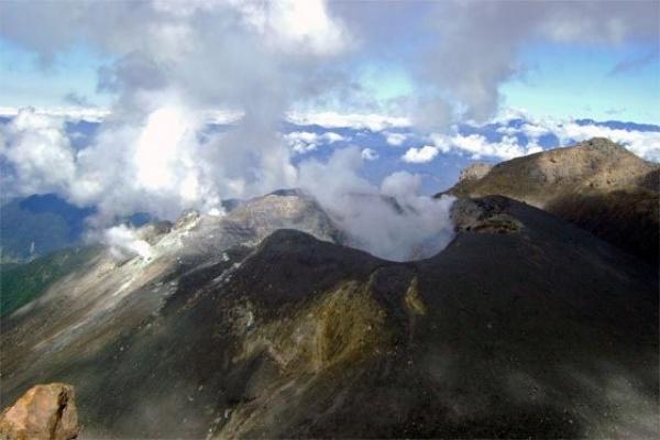 من اخطر البراكين النشطة بركان جاليراس