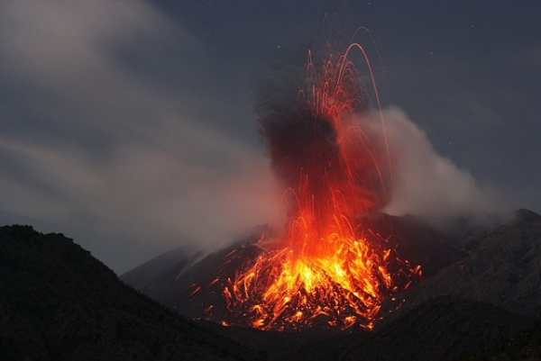 من اخطر البراكين النشطة بركان ساكوراجيما