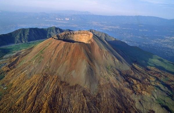 من اخطر البراكين النشطة بركان فيسوفيوس