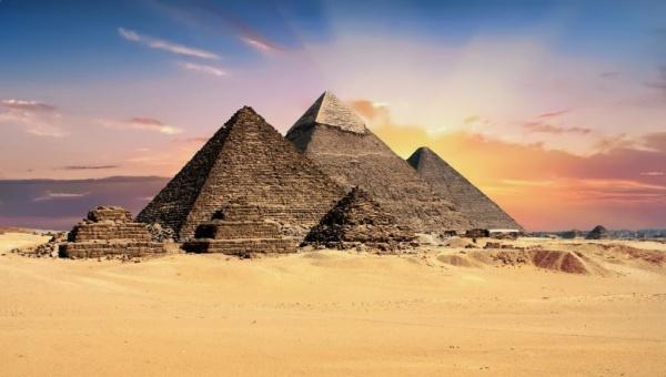 الاهرامات المصرية في الجيزة