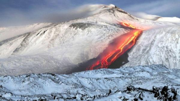 بركان ايتنا في ايطاليا