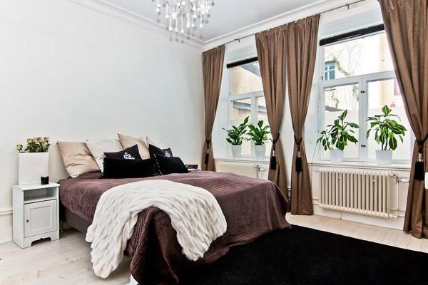 النوافذ الكبيرة فى غرف النوم الصغيرة