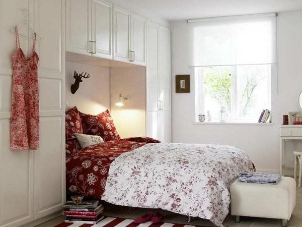 سرير بداخل الدولاب فى غرف النوم الصغيرة