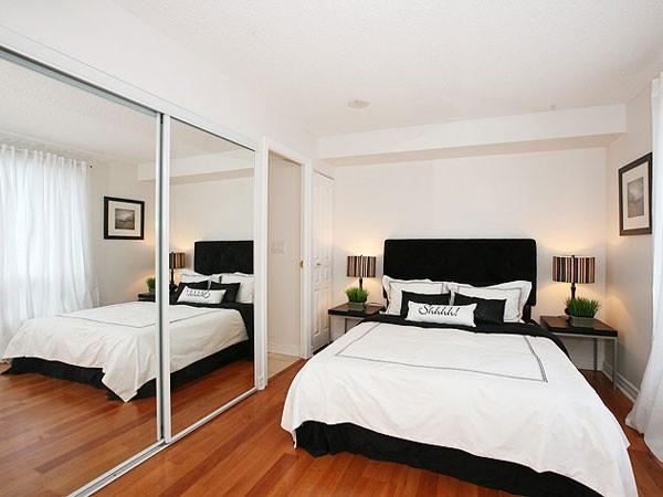المرايا الكبيرة فى غرف النوم الصغيرة
