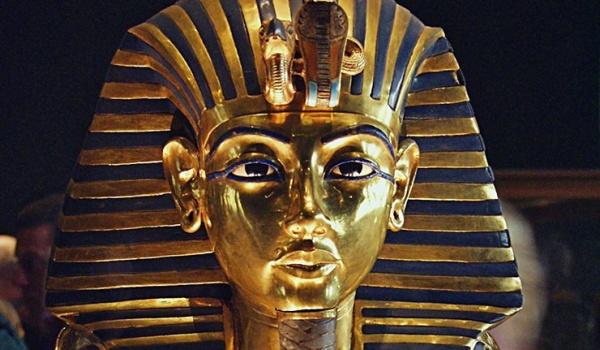 تمثال الملك توت عنخ امون
