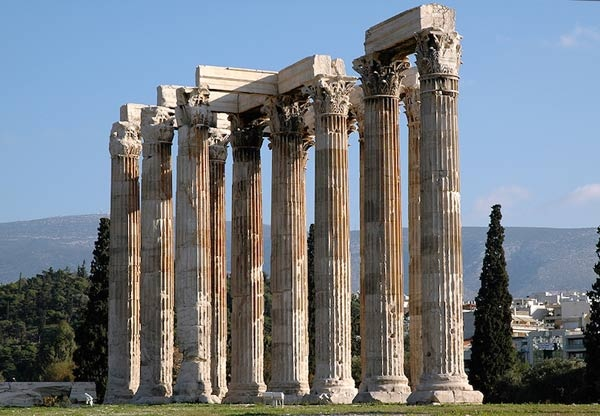 معبد زيوس الاولمبي من اشهر المعابد اليونانية