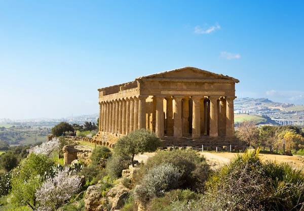 وادي المعابد من اشهر المعابد اليونانية