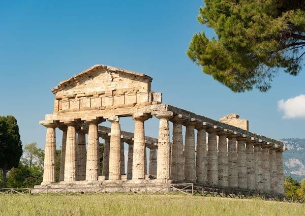 معبد بيستوم من اشهر المعابد اليونانية