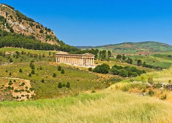 معبد دوريك في سيجيستا من اشهر المعابد اليونانية