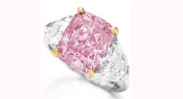 الخاتم الوردي من اغلى خواتم الالماس