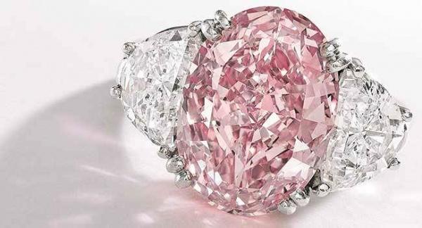 خاتم الماس جراف الوردي من اغلى خواتم الالماس